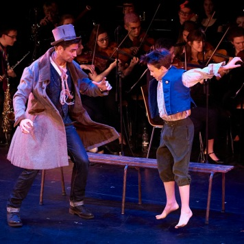 nymt-gala-oliversimon-thomas-as-the-artful-dodger-andf-ben-lewis-as-oliver-photo-konrad-bartelski